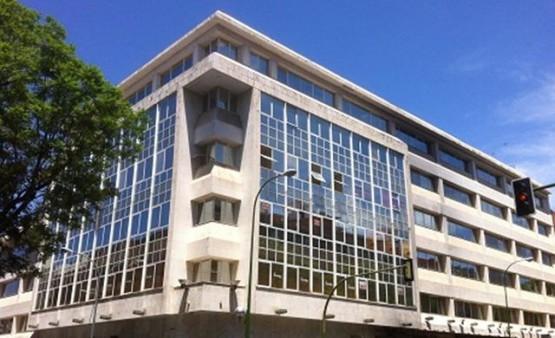 oficina-luis-montoto-edificio-cristal-fachada